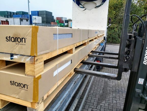 C and s warehouse curtain side pallet delivery